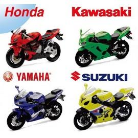 MOTO YAMAHA HONDA SUZUKI KAWASAKI 1/18E - Jouets56.fr - Magasins Jouets SAJOU du Morbihan en Bretagne